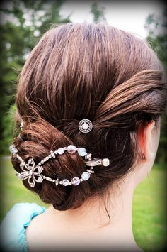 Flexi Clips make wonderful Christmas Gifts. If you are unsure on sizing I have tips to help you with that. But don't worry, if you order the wrong size by chance, Lilla Rose will exchange your clip for the right size with a postage paid label, with no questions asked!