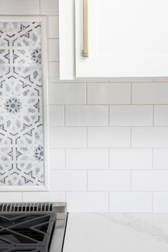 tiles Backsplash The light gray grout I chose for my white subway tile (Mapei Keracolor Frost) White Tiles Grey Grout, White Subway Tile Bathroom, Grey Subway Tiles, Subway Tile Kitchen, White Tile Kitchen, White Beveled Subway Tile, Herringbone Subway Tile, Gray Marble, White Kitchens
