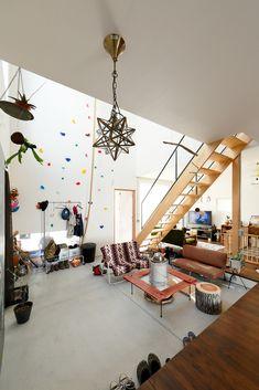 ビルトインガレージのある家 by D'S STYLE Indoor Hammock, Duplex, Concrete Slab, Entrance, Architecture Design, Home Goods, Kitchen Design, Living Spaces, House Plans