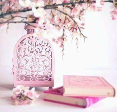 Faut-il rattraper ses jours manqués avant de jeûner Chawal? - Gazellemag Le jeûne des six jours de Chawal est un beau moyen de maximiser les bienfaits et la récompense du mois de Ramadan ! Mais pour celles et ceux qui ont manqué des jours durant Ramadan, par quoi commencer ? Est-ce qu'il est possible de jeûner d'abord les six jours ? Mecca Wallpaper, Quran Wallpaper, Islamic Wallpaper, Eid Crafts, Ramadan Crafts, Ramadan Decorations, Ramadan Quran, Mubarak Ramadan, Islamic Images