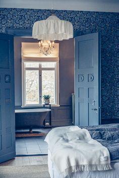 Villa Strömsfors del I. Creative Interior Design, Interior, Apartment Design, Home Bedroom, Paint Colors For Living Room, House Styles, Interior Wallpaper, Room Colors, Interior Design Furniture