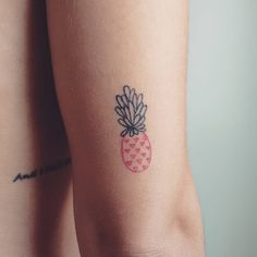 Pineapple Tattoo ideas for those who love exotic and delicious fruits Ring Tattoos, New Tattoos, Tatoos, Cool Small Tattoos, Cute Tattoos, Beach Inspired Tattoos, Photomontage, Pineapple Tattoo Meaning, Blackwork