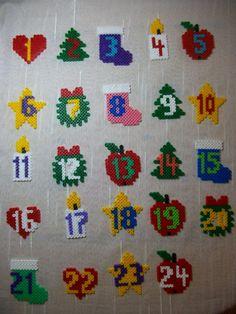 Calendrier de l'Avent en perles Hama - Perles à repasser : http://www.creactivites.com/229-perles-a-repasser