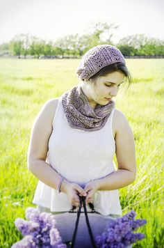 This Cowl/Hat set is knitted with only one hank of Julie Asselin's GORGEOUS Fino.