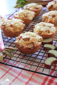 Tysia Gotuje blog kulinarny: Muffinki z rabarbarem i kruszonką