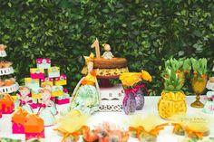 1 Tropical festa de aniversário via Partido Idéias KarasPartyIdeas.com #tropicalparty de Kara (3)