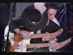 Rare footage, NEW ORLEANS 1987 - THE TWO BROTHERS STEVIE AND JIMMY Vaughan playing together on the same guitar!
