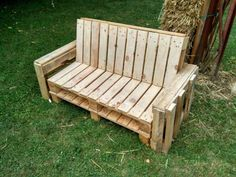 PALLET SOFA DIY: Photo of the realization of a sofa in pallet with armrest to manufacture in Palette Visse Viseuse JigsawDiscover my others projects : mustermania. Diy Sofa, Chaise Diy, Diy Chair, Outdoor Furniture Chairs, Diy Pallet Furniture, Diy Pallet Projects, Outdoor Chairs, Pallet Ideas, Adirondack Chairs