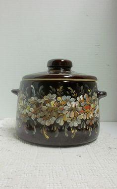 Brown Pottery Casserole, Baking Dish, Oven Ware, Hand Painted, Scandinavian Folkart Design, My Garden, Daisy Garden.
