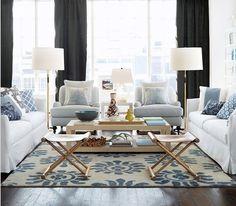 Wielki błękit w salonie. A właściwie szarobłękit. Zdecydowanie dla szczęśliwych posiadaczy dużych przestrzeni.