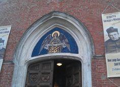 Chiesa Nostro Signore del Sacro Cuore a Gatteo: particolare ingresso