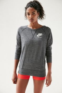 Whether you're taking a run on a brisk day or lounging with your besties, this sporty classic crew neck sweatshirt from Nike gives your style the perfect touch.