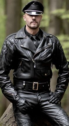 Leather Trousers, Leather Gloves, Leather Jackets, Leather Fashion, Mens Fashion, Biker, Motorcycle Leather, Men In Uniform, Black Men