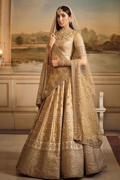 Trendy Ideas For Indian Bridal Outfits Sabyasachi Saris Indian Bridal Outfits, Indian Bridal Wear, Indian Dresses, Bridal Dresses, Indian Wear, Indian Wedding Dresses, Indian Outfits Modern, Indian Bridal Couture, Designer Bridal Lehenga