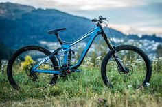 These two Giant Factory Off-Road pinners may have the same bike, but the devil's in the details. Freeride Mtb, Downhill Bike, Cool Bikes, Bicycles, Mountain Biking, Skate, Cycling, Jackson, Electric