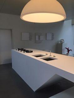 Preciosa cocina diseñada en HI-MACS® por Arthies Design, hecha realidad por Schrijnwerken Baudewijn BVBA #diseño #cocina #himacs #lovingmyhimacs