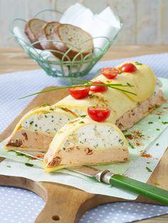 Zweierlei Frischkäse im Gouda-Mantel: Geschichtete Käseterrine