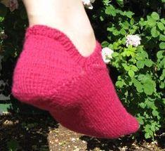 Ravelry: Sneaker-socklets pattern by Niina Hakkarainen Crochet Socks, Knitted Slippers, Knitting Socks, Hand Knitting, Knit Crochet, Knitting Patterns, Knit Socks, Knit Sneakers, Pattern Library