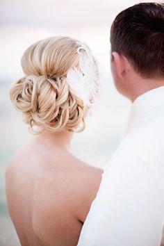Elegant beach wedding hairstyle. photo: Photo: Dana J Photography