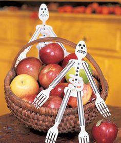 Halloween Craft: Plastispooks