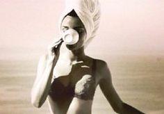 2-May-2014 13:07 - BRITSE DAMES VERKIEZEN THEE BOVEN SEKS. Er gaat iets goed mis in het Verenigd Koninkrijk. Daar zou maar liefst 20 procent van de dames een potje dampende seks zonder moeite laten schieten voor een kopje dampende thee, meldt Daily Mail. Dat blijkt uit een cijfers van een Britse suikerfabrikant, die onderzoek deed naar de theegewoontes aan de overkant van de Noordzee. Zo becijferden de onderzoekers dat de gemiddelde Britse vrouw een slordige 1.825 koppen thee wegtikt in...