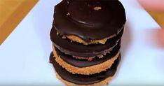 gr 2015 11 pos-na-ftiaxoume-kekakia-portokali-sokolata-jaffa-cakes. Jaffa Cake, Delicious Chocolate, Shortbread, Chocolate Covered, Quick Easy Meals, Jelly, Muffin, Food And Drink, Dishes