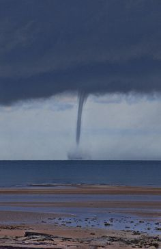 ✯ Waterspout Over The Ocean