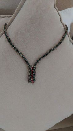 Best 11 Simple, elegant necklace with bead-bezelled crystal – SkillOfKing. Beaded Jewelry Designs, Bead Jewellery, Seed Bead Jewelry, Diy Schmuck, Schmuck Design, Beaded Necklace, Beaded Bracelets, Necklaces, Beading Techniques