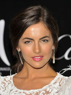 love the fresh look with bright pink lips Camilla Belle, Natural Hair Tips, Natural Hair Styles, Natural Makeup, Belle Makeup, Updo, Beautiful Hair Color, Beautiful Women, Photoshoot Makeup