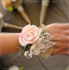 courthouse wedding corsages for guests with peach flowers and burlap #rusticweddingideas #elegantweddinginvites