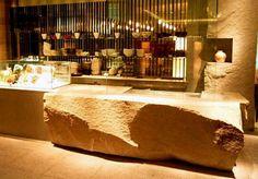 Pudong Shangri-La SHANGHAI by Super Potato rock counter mirror bar wal Japanese Restaurant Interior, Japanese Interior, Restaurant Interior Design, Modern Interior Design, Hotel Buffet, Work Cafe, Coffee Stands, Counter Design, Cafe Restaurant