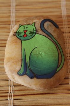 Painted rocks: green kitty