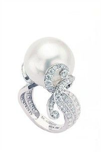 Pearl & diamond oceans ring by Van Cleef & Arpels