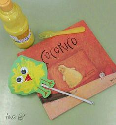 Cocorico. Actividad: dibujamos un pollito esparciendo témpera amarilla con un tenedor. Una vez seco le pegamos los ojos y el pico.