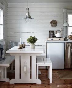 This summer house in Finland presents the common scandinavian light interior design combining wooden warm elements with lots of bright white. French Apartment, Dutch House, Shabby Chic Living Room, Lake Cottage, Kitchen Layout, Home Fashion, House Styles, Modern, Home Decor