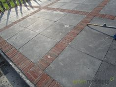 Large areas can be laid creatively by combining with paving material Brick Paver Patio, Garden Pavers, Paver Walkway, Brick Patios, Pavement Design, Concrete Patio Designs, Front Garden Landscape, Garden Solutions, Cottage Garden Design