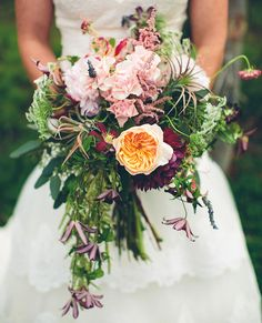 love this loose bouquet with that pretty peach juliet rose front and center!