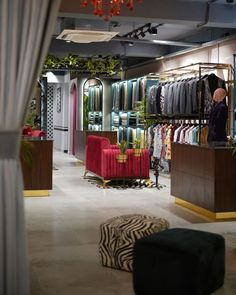 Huge Mirror, Metal Mirror, Showroom Interior Design, Wall Of Fame, Reception Design, Pantry Design, Luxury Decor, Soft Furnishings, Furniture Making