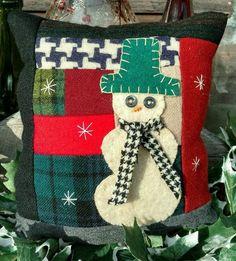 Primitive Stitchery Snowman Wool Shelf tuck, bowl filler, shelf sitter, pillow Primitive Pillows, Primitive Stitchery, Potpourri, Bowl Fillers, Felt Projects, Wool Felt, Christmas Stockings, Snowman, Shelf