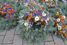 """""""památka na zesnulé""""...věnečky věneček ze stříbrného smrku nebo jedle, přírodně nazdoben /průměr 30cm/ - - po objednání uveďte termín prozaslání Flower Boxes, Flower Cards, Sugar Flowers, Dried Flowers, Heart Bubbles, Birthday Thank You, Pastel Purple, Crazy Colour, Aesthetic Wallpapers"""