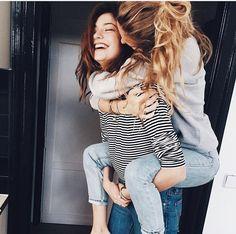 Fotos tiernas que te debes tomar con esa amiga que ya es como tu hermana