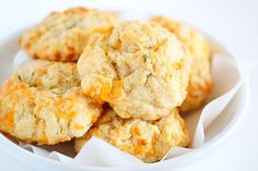 No one ever has to know it only took 20 minutes to make these MOUTHWATERING biscuits! #redlobsterbiscuits #cheddarbaybiscuit