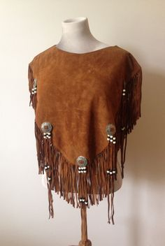 Vintage Tan Suede Native American Style Fringe Poncho by MrFoxClothingCo on Etsy Native American Dress, Native American Regalia, Native American Fashion, American Indians, Indian Outfits, New Outfits, Cowgirl Style Outfits, Native Style, Second Hand Clothes
