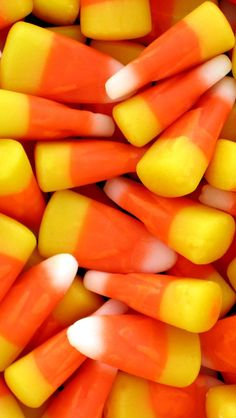 """Important survey: Nation hates candy corn, loves Skittles"" - Salon. I love candy corn! Worst Halloween Candy, Halloween Games, Halloween Treats, Healthy Halloween, Happy Halloween, Halloween Party, Halloween Fabric, Halloween Shirt, Halloween History"