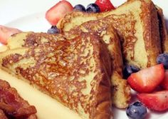 This vegan french toast recipe is easy and delicious. If you have been craving vegan french toast, give this easy vegan recipe a try and enjoy! Almond Milk French Toast, Make French Toast, Cinnamon French Toast, Healthy French Toast, Whole Foods, Whole Food Recipes, Snacks Sains, Plant Based Nutrition, Snacks Für Party