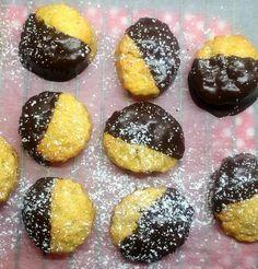 Μπισκότα που λιώνουν στο στόμα,με διάφορες πα... Cupcake Cookies, Cupcakes, Greek Recipes, Doughnut, Oreo, Biscuits, Bakery, Muffin, Food And Drink