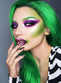 Are you looking for ideas for your Halloween make-up? Browse around this site for creepy Halloween makeup looks. Clown Halloween, Creepy Halloween Makeup, Halloween Makeup Looks, Amazing Halloween Costumes, Halloween Stuff, Beetlejuice Makeup, Beetlejuice Halloween, Makeup Clown, Costume Makeup