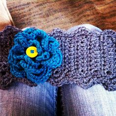 Ravelry: Flower Headband pattern by Knotty Nurse Crochet Bracelet, Crochet Earrings, Learn To Crochet, Knit Crochet, Headband Pattern, Ear Warmers, Crochet Projects, Ravelry, Headbands