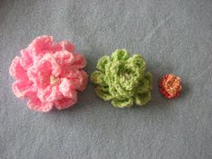 Cute Crochet Flower - Good instructions.  Pink is crochet in worsted weight and green is sport weight.