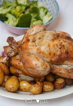Spijs & Wijn: hele kip uit de oven met citroen-, tijm- en knoflookboter Chicken Recepies, Dutch Recipes, One Pan Meals, Recipes From Heaven, Grilled Chicken, Soul Food, Main Dishes, Food And Drink, Yummy Food